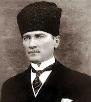 Armenios en Hungría contra estatua de Atatürk en Budapest