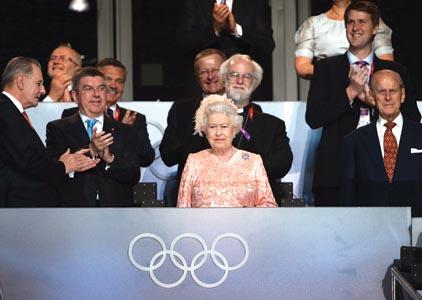 reina_isabel_inglaterra_londres_juegos_olimpicos_2012_telam